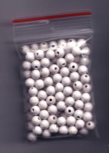 120 Stück Holzperlen 7mm weiß Abpackung.