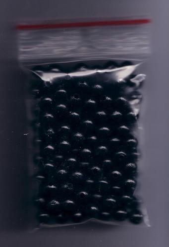 120 Stück Holzperlen 7mm schwarz Abpackung.
