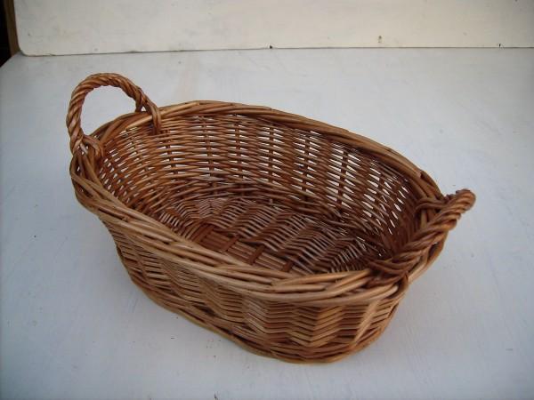 Ovale Schale aus braunen Weiden mit Griffe